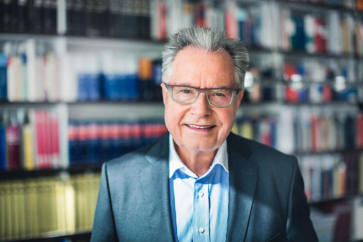 Porträt von Rechtsanwalt Schnorrenberg