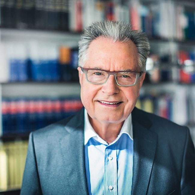 Dr. jur. Ulrich Schnorrenberg, Anwalt für Erbrecht in Düsseldorf und Bergisch Gladbach