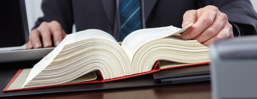 Anwalt vor Gesetzbuch